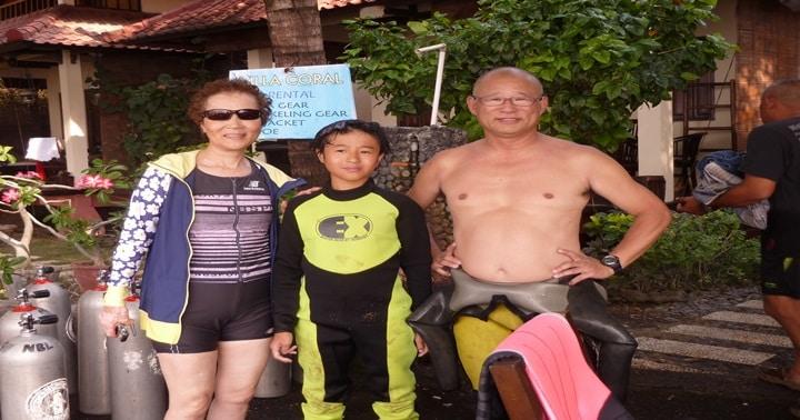 senior and junior divers