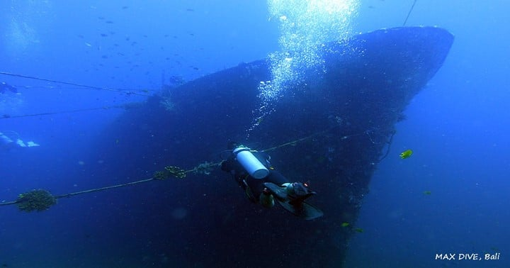 diving in boga wreck, kubu, tulamben bali